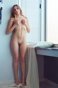 [Image: th_500136915_Amelia_Gin_m_a_window_3_122_142lo.jpg]