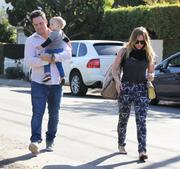 http://img178.imagevenue.com/loc24/th_026812234_Hilary_Duff_at_a_birthday_party_in_Studio_City8_122_24lo.JPG