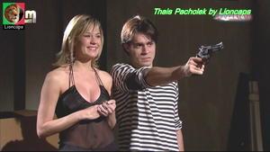 Thais Pacholek sensual na novela Revelação