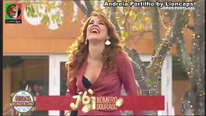 Andreia Portilho sensual a cantar