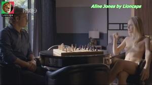 Aline Jones nua na serie O Negocio