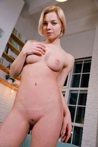 [Image: th_222202872_Hilary_Wind_s_a_sensual_lac...511lo.jpeg]